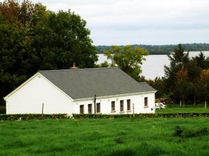 View of Fraoch cottage in Caslelough